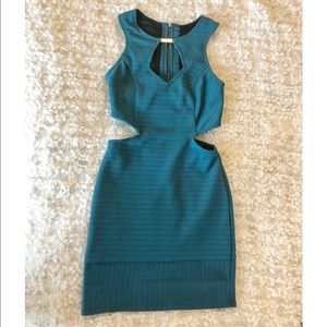 Mini blue dress with side cuts.